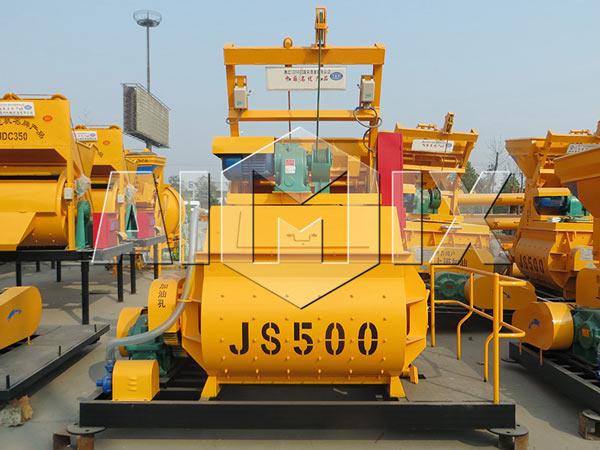 Обязательная бетономешалкаr JS500