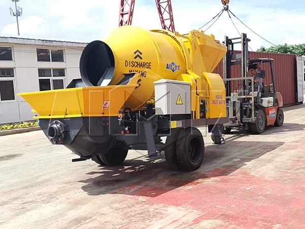 Индонезия: бетономешалка с насосом